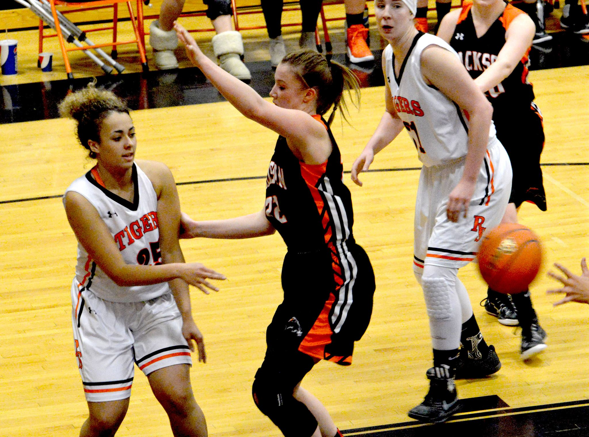 Lady Tigers Continue Regional Play After Punching Ticket to State Thursday