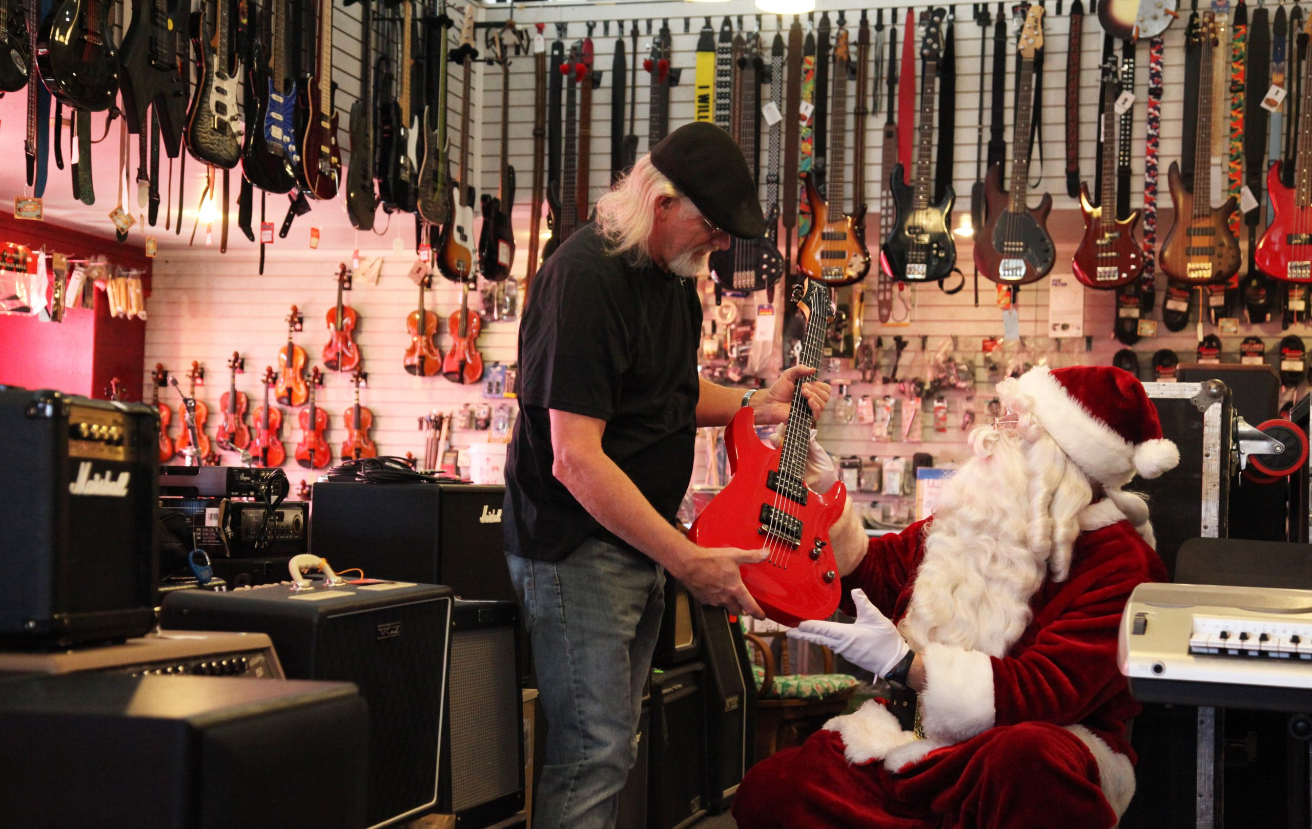 [Christmas Countdown] Give the Gift of Music This Christmas From Pickin' Palace