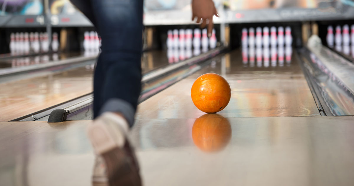 Fish Bowl Hosts Bowling Night for Make-A-Wish
