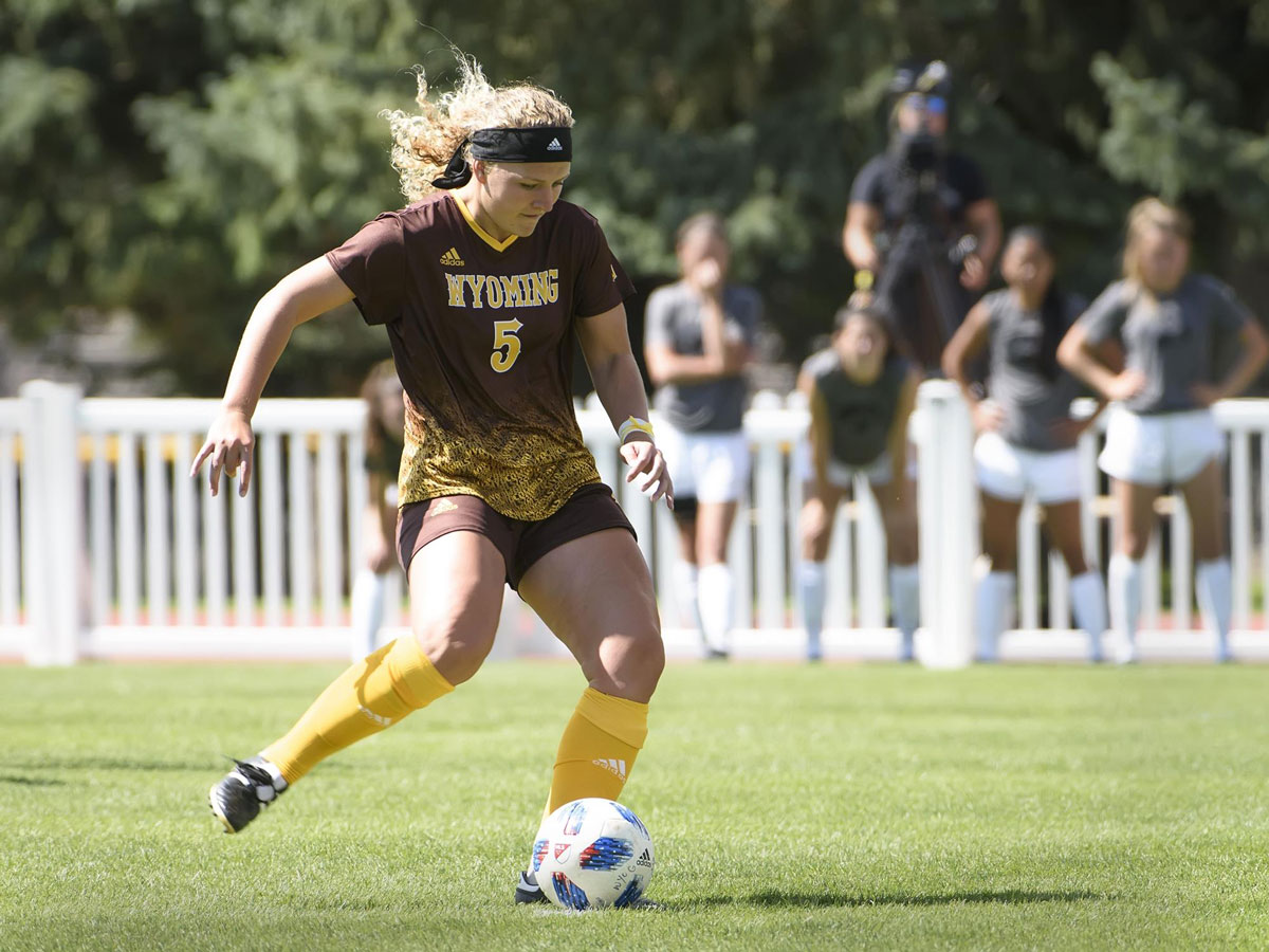 Senior Taylor Burton Named MW Defensive Player of the Year, First Team All-MW
