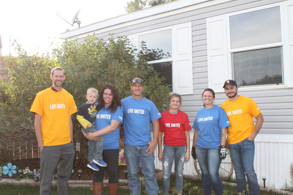 124 Helping Hands Day Volunteers Make Large Impact in Sweetwater County