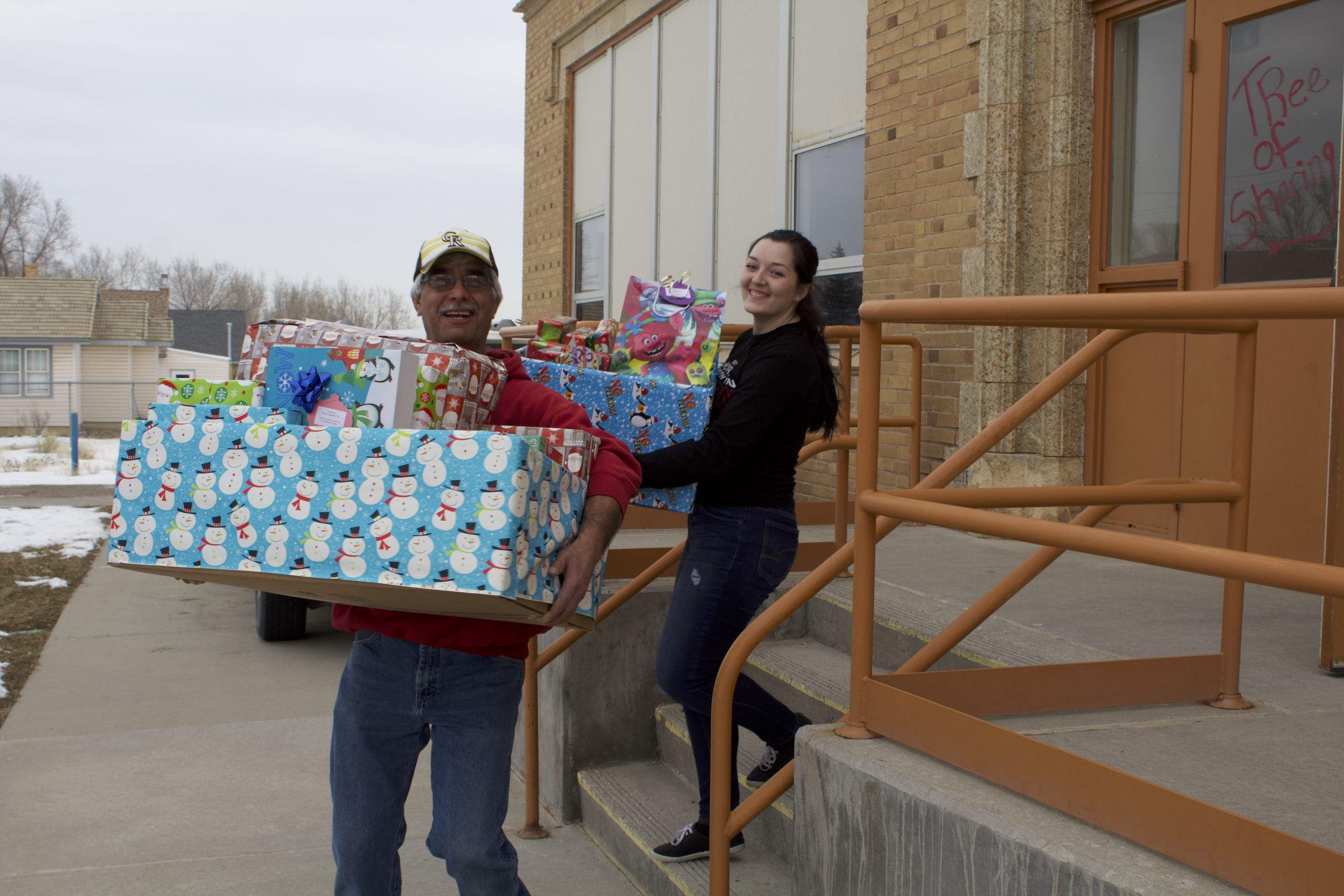 Tree of Sharing Helps Hundreds of Children in Sweetwater County