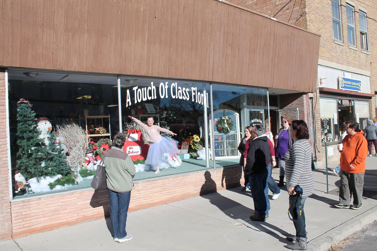 "Downtown Rock Springs Will Entertain Spectators with ""Living Windows"" on December 8"