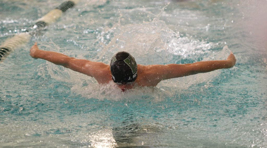 Wolves Swim and Dive Takes Fourth in Laramie