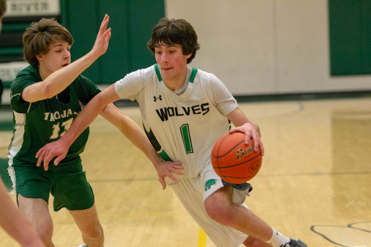 Wolves Basketball Falls to Trojans