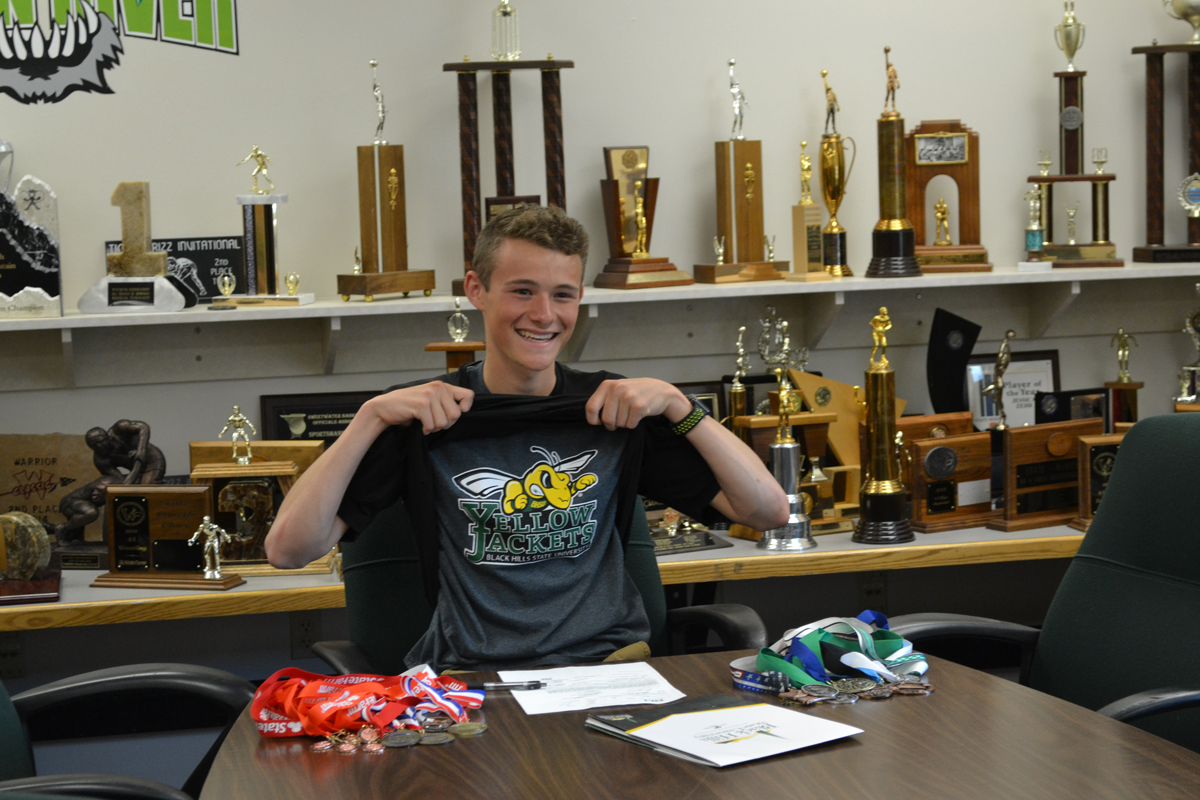 Wolves Runner Signs With Black Hills State