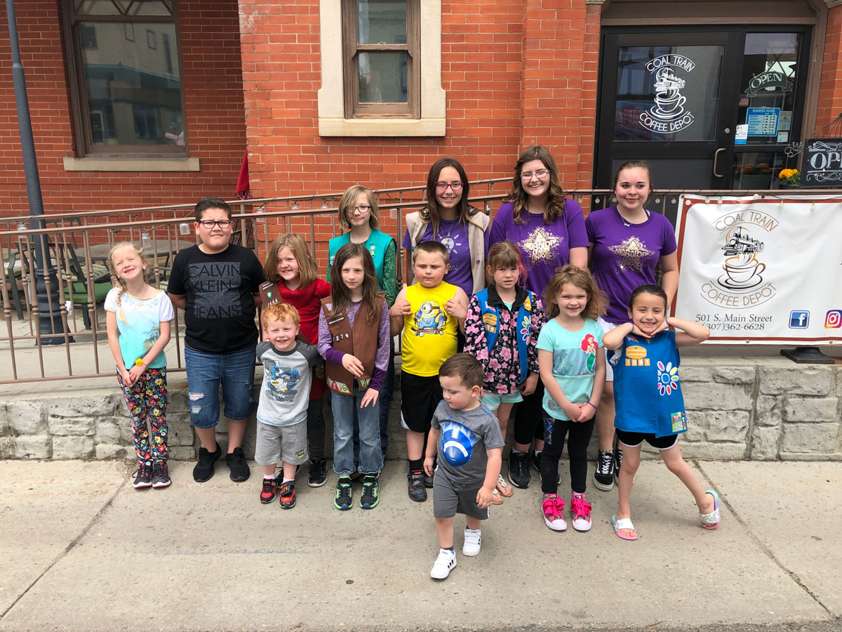 Girl Scouts Help Clean Up the Community