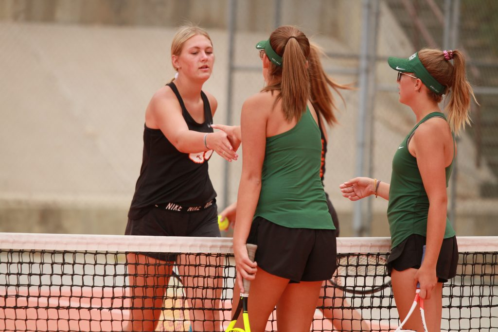 Wolves Tennis Nearly Sweeps Tigers