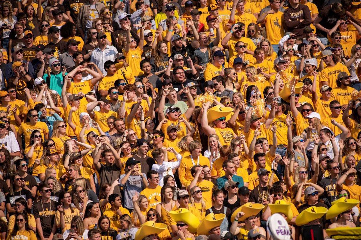 UW Graduates Record Numbers, Enrolls Second-Largest Freshman Class