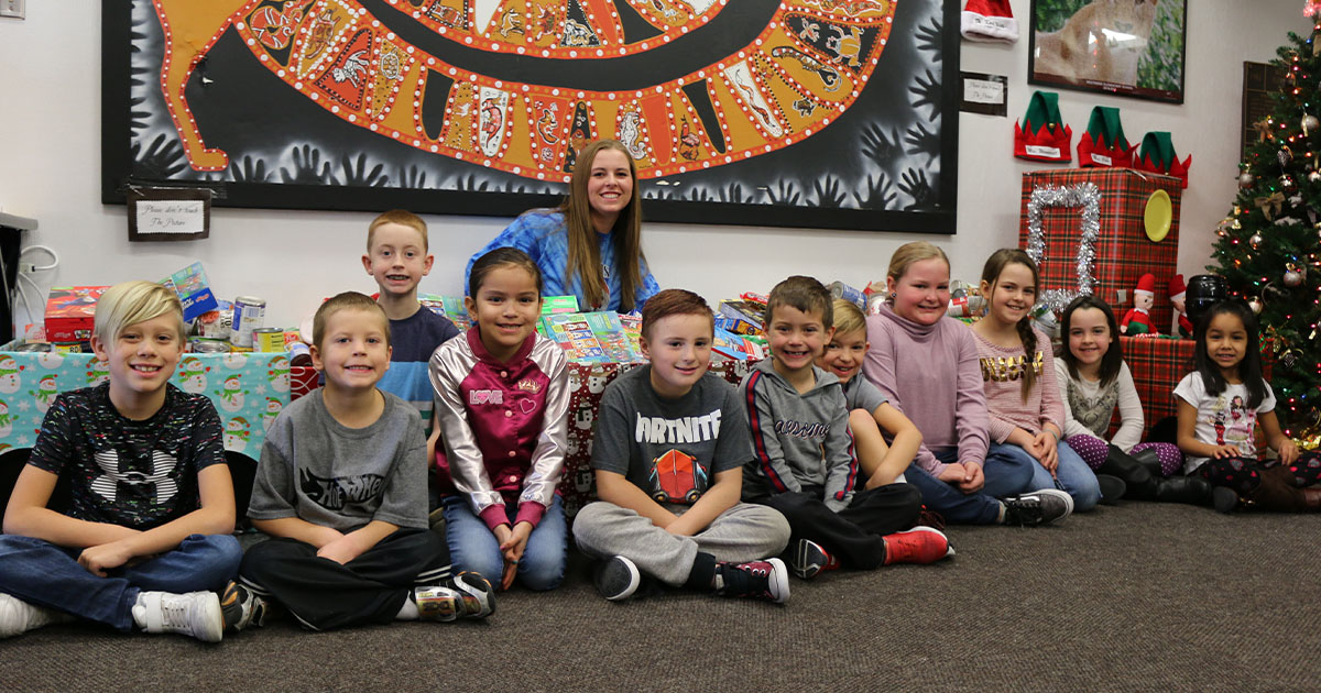 Children Collect About 2,000 Cans of Food for Food Bank