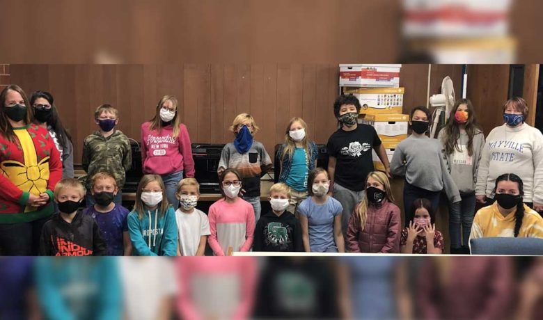 Washington Elementary Students Make 3-D Ornaments for Governor's Christmas Tree