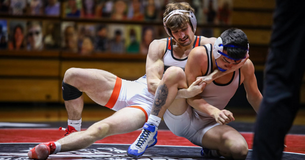 Mustangs Win District Title; Qualify 10 for NJCAA Wrestling Championships